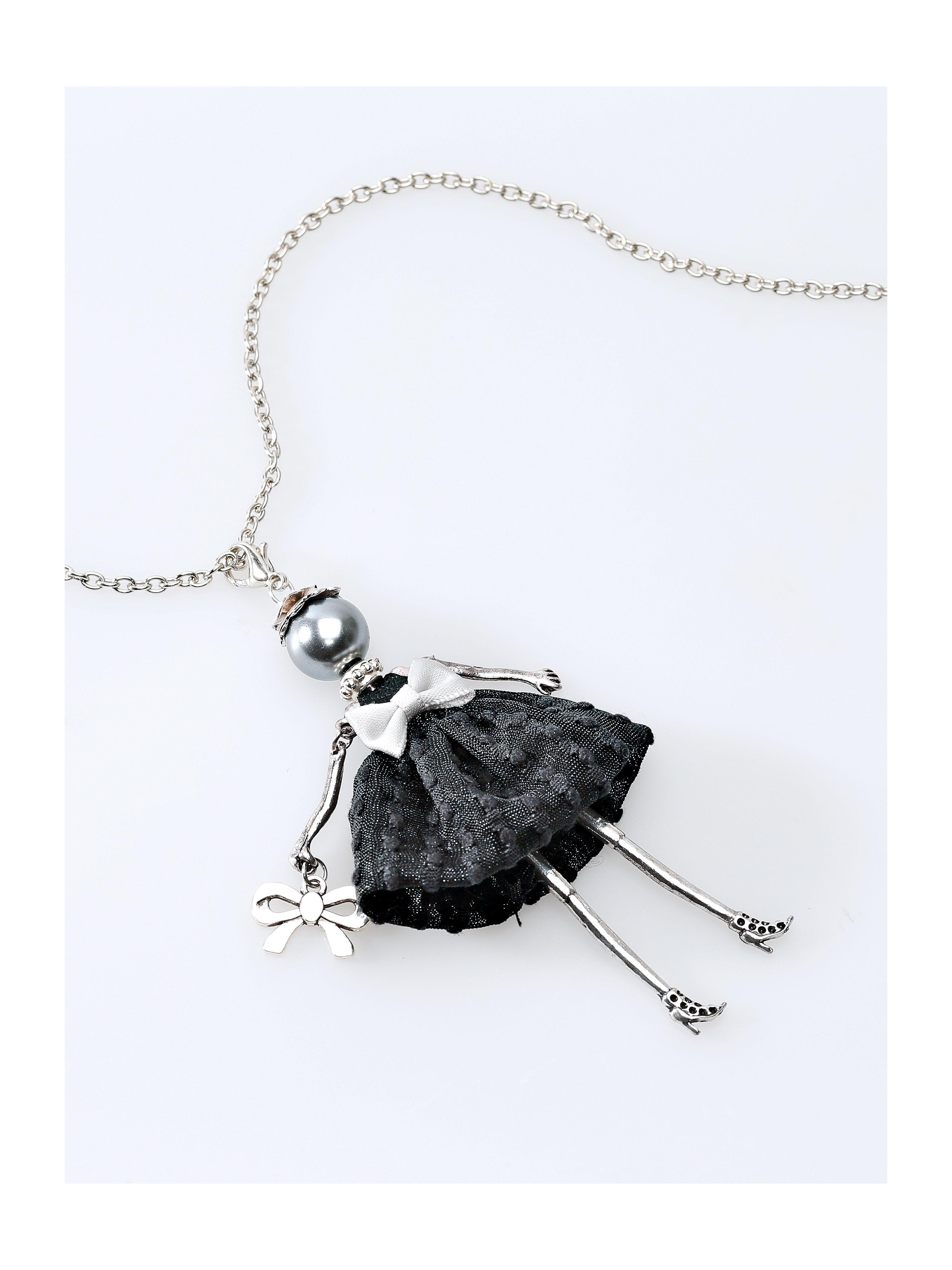 Ketting van uta raasch, van fijne metalen schakels. een charmante blikvanger is het met karabijnsluiting ...